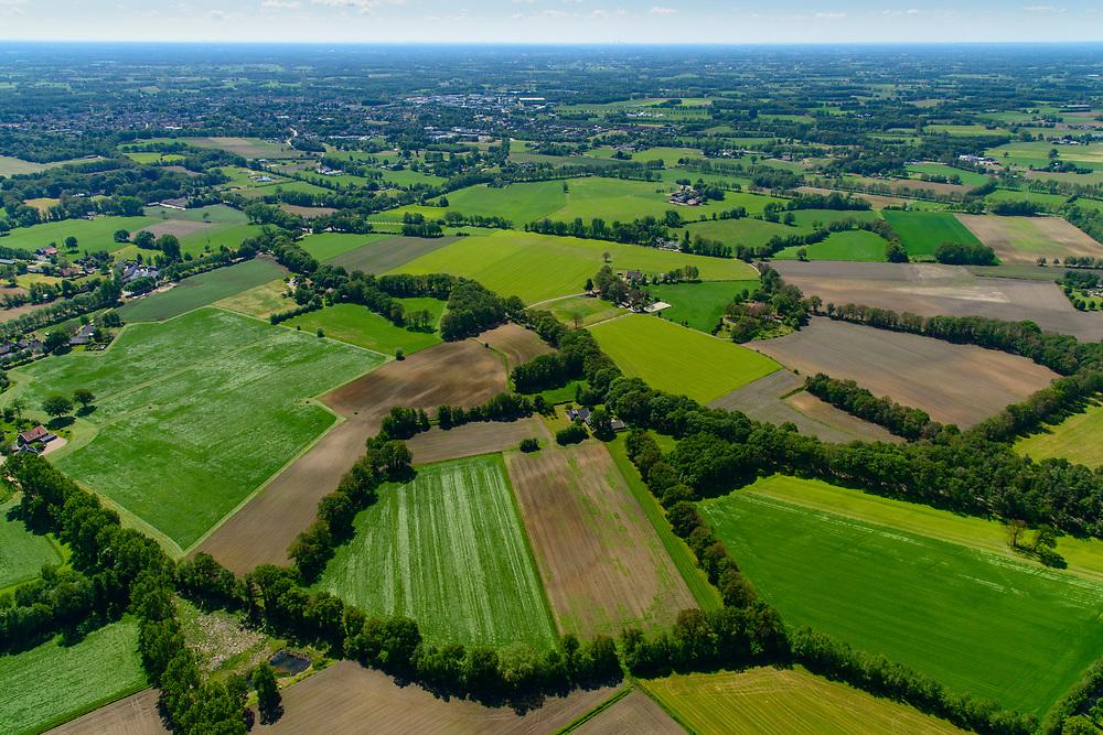 Nederland, Gelderland, Gemeente Aalten, 29-05-2019; Achterhoek, verkaveling en landelijk gebied, Coulissenlandschap te noorden van Aalten.<br /> Achterhoek, backstage landscape, allotment and rural areas (east Netherlands, near border Germany).<br /> luchtfoto (toeslag op standard tarieven);<br /> aerial photo (additional fee required);<br /> copyright foto/photo Siebe Swart