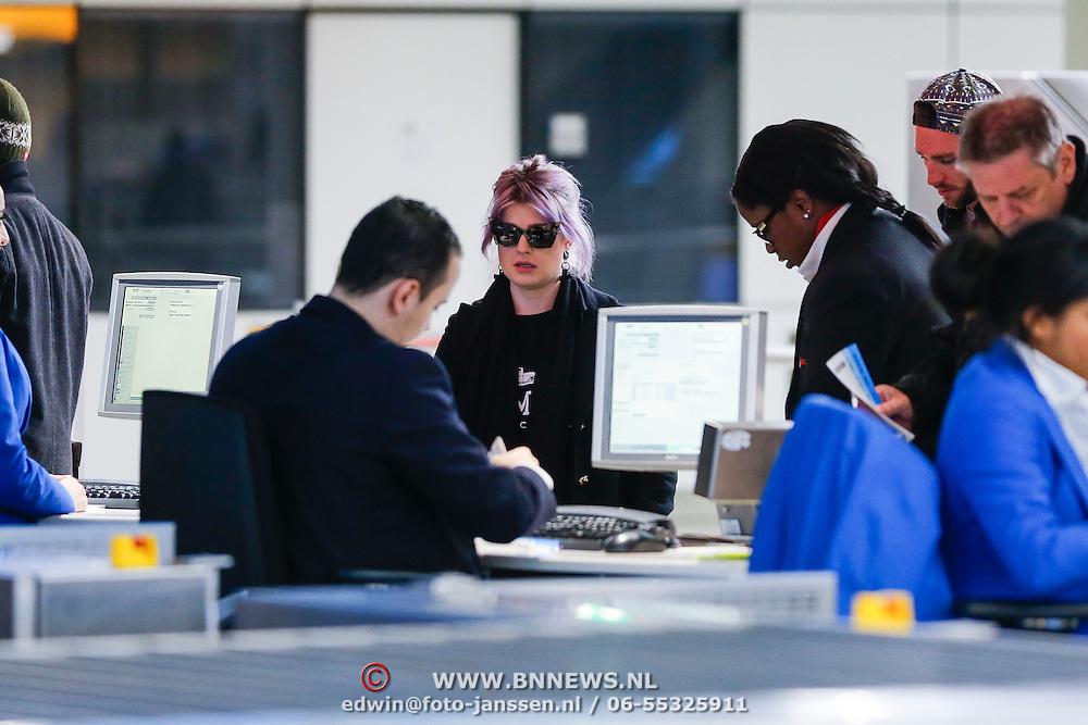 NLD/Amsterdam/2013024 - Kelly Osbourne op Schiphol,