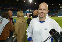 Fotball: Henning Berg, Norge, smiler etter at Norge er klar for play off. Norge - Luxembourg 1-0. EM-kvalifisering. Ullevaal stadion. 11. oktober 2003. (Foto: Anders Hoven/DIGITALSPORT)