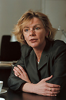 19 JAN 2001, BERLIN/GERMANY:<br /> Margareta Wolf, Parl. Staatssekretaerin beim Bundeswirtschaftsministerium, waehrend einem Interview, in ihrem Buero, Bundeswirtschaftsministerium<br /> IMAGE: 20010119-02/01-01<br /> KEYWORDS: Staatssekretärin, Büro