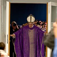 Papa Francesco apre la Porta Santa della Carità