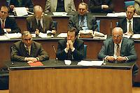 """05 FEB 1998, BONN/GERMANY:<br /> Theo Waigel, CSU, Bundesfinanzminister, Klaus Kinkel, FDP, Bundesaußenminister, Helmut Kohl, CDU, Bundeskanzler, Debatte """"Nichtraucherschutz"""", Deutscher Bundestag<br /> IMAGE: 19980206-03/01-26"""