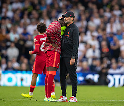 LEEDS, ENGLAND - Sunday, September 12, 2021: Liverpool's manager Jürgen Klopp consoles substitute Ibrahima Konaté after witnessing a bad injury to team-mate Harvey Elliott during the FA Premier League match between Leeds United FC and Liverpool FC at Elland Road. Liverpool won 3-0. (Pic by David Rawcliffe/Propaganda)