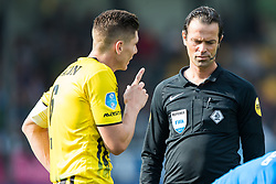 (L-R) Danny Post of VVV Venlo, referee Bas Nijhuis during the Dutch Eredivisie match between VVV Venlo and PEC Zwolle at Seacon stadium De Koel on September 24, 2017 in Venlo, The Netherlands