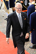 """Aankomst koninklijke familie in de gouden koets bij de Ridderzaal op Prinsjesdag 2012. /// Arrival royal family in the golden coach at the Riddrerzaal on """"Prinsjesdag""""in The Hague<br /> <br /> Op de foto / On the photo:<br /> Pieter van Vollenhoven"""