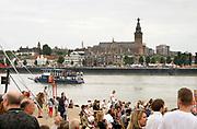 Nederland, The Netherlands, Nijmegen 19-7-2019Recreatie, ontspanning, cultuur, dans, theater en muziek in de stad. Onlosmakelijk met de vierdaagse, zijn in Nijmegen de vierdaagse-feesten. De vierdaagsefeesten zijn het grootste evenement van Nederland en verbonden met de wandelvierdaagse.In de hele stad zijn tientallen podia een week lang bezet met artiesten . Het festival op het eiland is een aparte lokatie op het lentereiland aan de overkant van de Waal . Met een pontje kan men er naartoe .Foto: Flip Franssen
