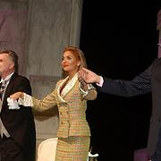 NLD/Den Haag/20051005 - Premiere de Barones, Carol van Herwijnen, Georgina Verbaan en Hugo Haenen