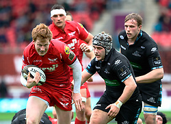 Scarlets' Rhys Patchell breaks for the line to score his sides first try<br /> <br /> Photographer Simon King/Replay Images<br /> <br /> Guinness PRO14 Round 19 - Scarlets v Glasgow Warriors - Saturday 7th April 2018 - Parc Y Scarlets - Llanelli<br /> <br /> World Copyright © Replay Images . All rights reserved. info@replayimages.co.uk - http://replayimages.co.uk