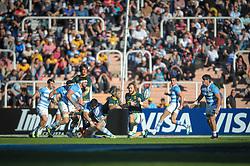 August 25, 2018. Malvinas Argentinas Stadium, Mendoza, Argentina.<br /> FAF DE KLERK passing the ball under defensive pressure.