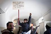I migranti delle palazzine olimpiche dell'ex-moi, occupano -simbolicamente- per la terza volta l'anagrafe centrale di Torino, per rivendicare la necessità della residenza e per poter quindi accedere ai servizi di base.