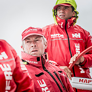 © María Muiña I MAPFRE: Pablo Arrarte y Rob Greenhalgh a bordo del MAPFRE durante un entrenamiento costero. Pablo Arrarte and Rob Greenhalgh on board MAPFRE during an inshore training.