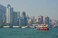 Chine, Hong Kong, Central vu depuis Kowloon, ferry // China, Hong Kong, Central from Kowloon, Ferry boat