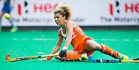 ANTWERPEN -  Maria Verschoor probeert al glijdend te scoren tijdens  de wedstrijd tussen de vrouwen van Nederland en Japan,  tijdens de poulewedstrijd in de Hockey World League ANP KOEN SUYK