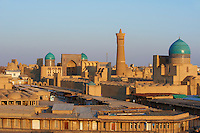 Ouzbekistan, Boukhara, patrimoine mondial de l Unesco, la ville et la mosquee Kalon // Uzbekistan, Bukhara, Unesco world heritage, Kalon mosque and city