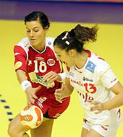03.12.2008 Ohrid (FYR Macedonia)<br />Norway-Spain European women's handball championship<br />Riegelhuth Kristin(L) Norway with Alosno Jessica(R) Spain<br />Foto:Aleksandar Djorovic