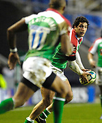 Reading, GREAT BRITAIN, Exiles, Juan LEGUIZAMON. look's to Sailosi TAGICAKIBAU to collect the ball, during the third round Heineken Cup game, London Irish vs Ulster Rugby, at the Madejski Stadium, Reading ENGLAND, Sat., <br /> 09.12.2006. [Photo Peter Spurrier/Intersport Images]