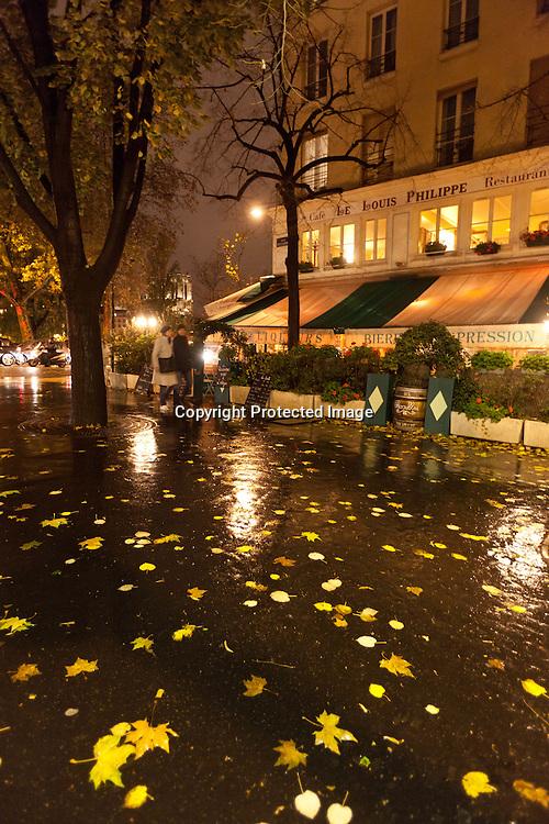 Paris , le marais , under the rain at night  /// paris sous la pluie, le marais  la nuit