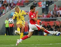 Maksym Kalinichenko, Johan Djourou Schweiz<br /> Fussball WM 2006 Achtelfinale Schweiz - Ukraine<br />  Sveits - Ukraina<br /> Norway only