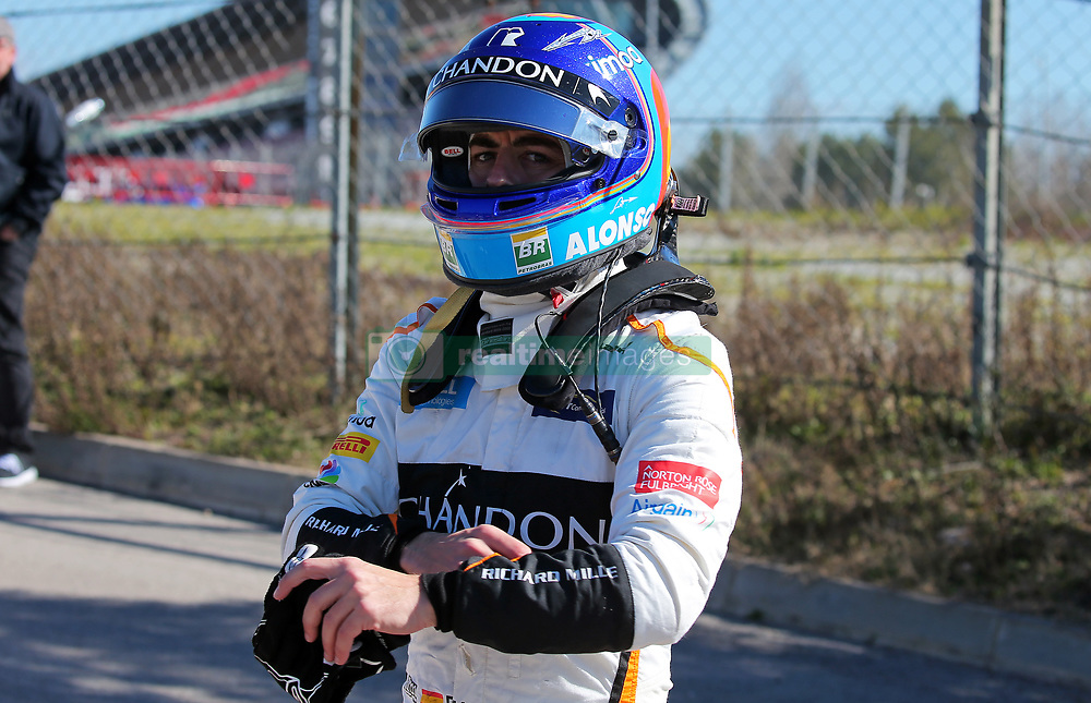 March 7, 2018 - Barcelona, Spain - the incident of the McLaren of Fernando Alonso during the Formula 1 tests at the Barcelona-Catalunya Circuit, on 07th March 2018 in Barcelona, Spain.  Photo: Joan Valls/Urbanandsport /NurPhoto. (Credit Image: © Urbanandsport/NurPhoto via ZUMA Press)