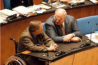 05 FEB 1998, BONN/GERMANY:<br /> Helmut Kohl, CDU, Bundeskanzler, und Wolfgang Schäuble, CDU, CDU/CSU Fraktionsvorsitzender, Debatte über Nichtraucherschutz im Deutschen Bundestag<br /> IMAGE: 19980205-03/01-20<br />  <br />  <br />  <br /> KEYWORDS: Schaeuble