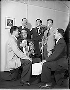 "29/08/1952<br /> 08/28/1952<br /> 29 August 1952<br /> ""Music Makers"" recording for the United States, at Peter Hunt's Studio, 130 St. Stephens Green, Dublin."