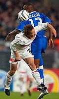 v.l. Horst Heldt Stuttgart, William Gallas <br /> Fu§ball Champions League VfB Stuttgart - FC Chelsea