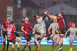 Paolo Odogwu of Wasps competes for a high ball - Mandatory by-line: Nick Browning/JMP - 28/11/2020 - RUGBY - Kingsholm - Gloucester, England - Gloucester Rugby v Wasps - Gallagher Premiership Rugby