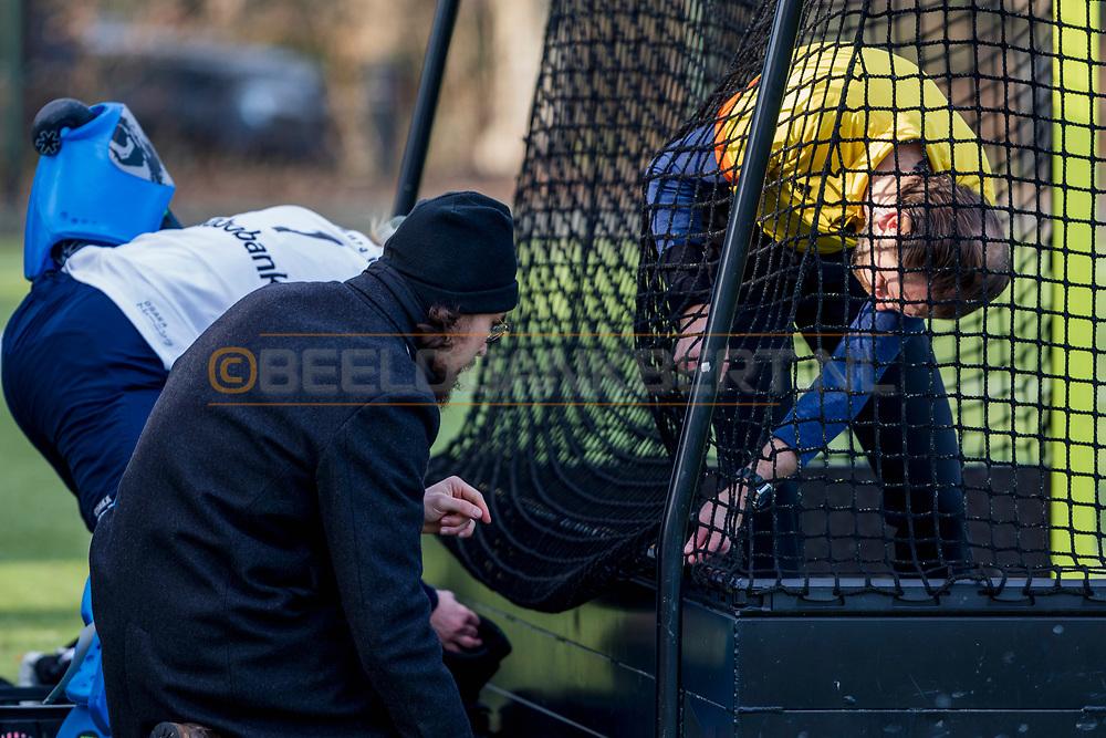 BILTHOVEN -  Hoofdklasse competitiewedstrijd dames, SCHC v hdm, seizoen 2020-2021.<br /> Foto: Laatste controle netten van het doel