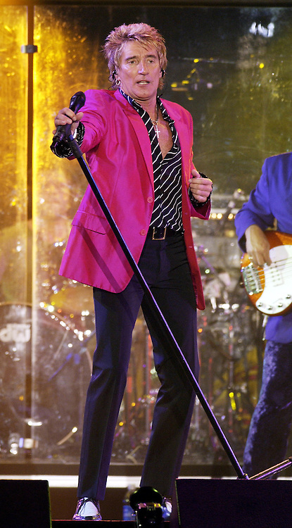 Rod Stewart performing on the United We Stand: What More Can I Give?  benefit concert at RFK Stadium in Washington, DC.  October 21, 2001 (Photo by Jeff Snyder)