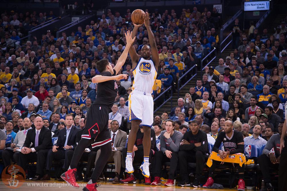 November 20, 2015; Oakland, CA, USA; Golden State Warriors forward Harrison Barnes (40) shoots the basketball against Chicago Bulls forward Doug McDermott (3) during the second quarter at Oracle Arena.