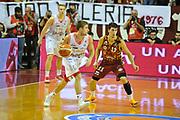 DESCRIZIONE : Venezia Lega A 2015-16 Umana Reyer Venezia - grissini Bon Reggio Emilia<br /> GIOCATORE : Andrea De Nicolao<br /> CATEGORIA : Palleggio<br /> SQUADRA : Umana Reyer Venezia<br /> EVENTO : Campionato Lega A 2015-2016 <br /> GARA : Umana Reyer Venezia - Grissin Bon Reggio Emilia<br /> DATA : 15/11/2015<br /> SPORT : Pallacanestro <br /> AUTORE : Agenzia Ciamillo-Castoria/M.Gregolin<br /> Galleria : Lega Basket A 2015-2016  <br /> Fotonotizia :  Venezia Lega A 2015-16 Umana Reyer Venezia - Grissin Bon Reggio Emilia