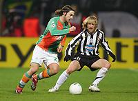 v.l. Torsten Frings, Pavel Nedved Juve<br /> Champions League Achtelfinale SV Werder Bremen - Juventus <br /> Norway only
