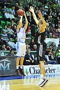 DESCRIZIONE : Eurocup 2013/14 Gr. J Dinamo Banco di Sardegna Sassari -  Brose Basket Bamberg<br /> GIOCATORE : Travis Diener<br /> CATEGORIA : Tiro Tre Punti<br /> SQUADRA : Dinamo Banco di Sardegna Sassari<br /> EVENTO : Eurocup 2013/2014<br /> GARA : Dinamo Banco di Sardegna Sassari -  Brose Basket Bamberg<br /> DATA : 19/02/2014<br /> SPORT : Pallacanestro <br /> AUTORE : Agenzia Ciamillo-Castoria / Luigi Canu<br /> Galleria : Eurocup 2013/2014<br /> Fotonotizia : Eurocup 2013/14 Gr. J Dinamo Banco di Sardegna Sassari - Brose Basket Bamberg<br /> Predefinita :