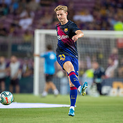 BARCELONA, SPAIN - August 25:  Frenkie de Jong #21 of Barcelona warming up with team-mates before the Barcelona V  Real Betis, La Liga regular season match at  Estadio Camp Nou on August 25th 2019 in Barcelona, Spain. (Photo by Tim Clayton/Corbis via Getty Images)