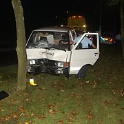 Ongeval Blaricummerstraat Huizen, auto tegen boom