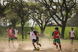 Lance da partida entre as equipes do Meninos da Vila x São José válida pela Copa Coca-Cola 2013. FOTO: Jefferson Bernardes/Preview.com