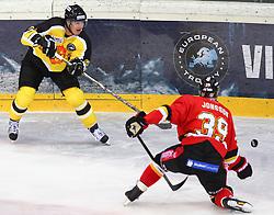 15.12.2012, Albert Schultz Eishalle, Wien, AUT, European Trophy, Viertelfinale, Lulea Hockey vs UPC Vienna Capitals, im Bild Michael Schiechl, (UPC Vienna Capitals, #26) und Robin Jonsson, (Lulea Hockey, #39)  // during the European Trophy Icehockey quarterfinal match betweeen Lulea Hockey (SWE) vs UPC Vienna Capitals (AUT) at the Albert Schultz Eishalle, Vienna, Austria on 2012/12/15. EXPA Pictures © 2012, PhotoCredit: EXPA/ Thomas Haumer
