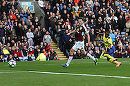 Yannick Bolasie of Everton shoots and scores his teams 1st goal. Premier League match, Burnley v Everton at Turf Moor in Burnley , Lancs on Saturday 22nd October 2016.<br /> pic by Chris Stading, Andrew Orchard sports photography.