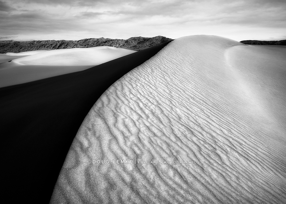 Sand dune ridge at Stovepipe Wells in Death Valley National Park, California, USA