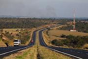 Uberaba_MG, Brasil...BR 050 em Uberaba, Minas Gerais...The highway BR 050 in Uberaba, Minas Gerais...Foto: LEO DRUMOND / NITRO