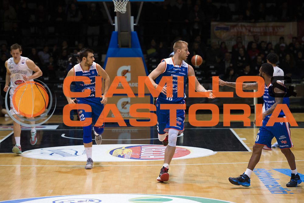 DESCRIZIONE : Caserta Lega A 2015-16 Pasta Reggia Caserta Acqua Vitasnella Cantù<br /> GIOCATORE : Jakub Wojciechovski<br /> CATEGORIA : esultanza<br /> SQUADRA : Acqua Vitasnella Cantù<br /> EVENTO : Campionato Lega A 2015-2016<br /> GARA : Pasta Reggia Caserta Acqua Vitasnella Cantù<br /> DATA : 22/11/2015<br /> SPORT : Pallacanestro <br /> AUTORE : Agenzia Ciamillo-Castoria/G.Ciamillo<br /> Galleria : Lega Basket A 2015-2016<br /> Fotonotizia : Caserta Lega A 2015-16 Pasta Reggia Caserta Acqua Vitasnella Cantù