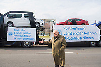 DEU, Deutschland, Germany, Berlin, 18.03.2021: ZDK-Präsident Jürgen Karpinski vor beladenen Pkw-Transportern bei einer Protestaktion des Zentralverbands Deutsches Kraftfahrzeuggewerbe (ZDK) vor dem Bundeskanzleramt. Mit der Aktion fordert der ZDK die bundesweite Öffnung der Autohäuser.