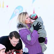AUT/Lech/20080210 - Fotosessie Nederlandse Koninklijke familie in lech Oostenrijk, prinses Maxima en Ariane