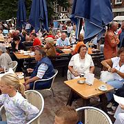 NLD/Muiden/20050702 - Opening gerenoveerde zeesluis Muiden, terras cafe Ome Ko