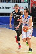 DESCRIZIONE : Beko Legabasket Serie A 2015- 2016 Acqua Vitasnella Cantu' Pasta Reggia Juve Caserta<br /> GIOCATORE : Lorbek Domen<br /> CATEGORIA : Palleggio sequenza<br /> SQUADRA :Acqua Vitasnella Cantu'<br /> EVENTO : Beko Legabasket Serie A 2015-2016 <br /> GARA : Acqua Vitasnella Cantu' Pasta Reggia Juve <br /> DATA : 13/03/2016 <br /> SPORT : Pallacanestro <br /> AUTORE : Agenzia Ciamillo-Castoria/I.Mancini