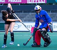 AMSTELVEEN - keeper Anne Veenendaal (A'dam) met Eva de Goede (A'dam)   tijdens de  training van de dames van Amsterdam (AH&BC) voor de eerste competitiewedstrijd. COPYRIGHT KOEN SUYK