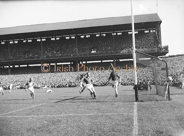 Down goalie catches the ball in the All Ireland Senior Gaelic Football Final Down v. Offaly in Croke Park on the 24th September 1961. Down 3-6 Offaly 2-8.