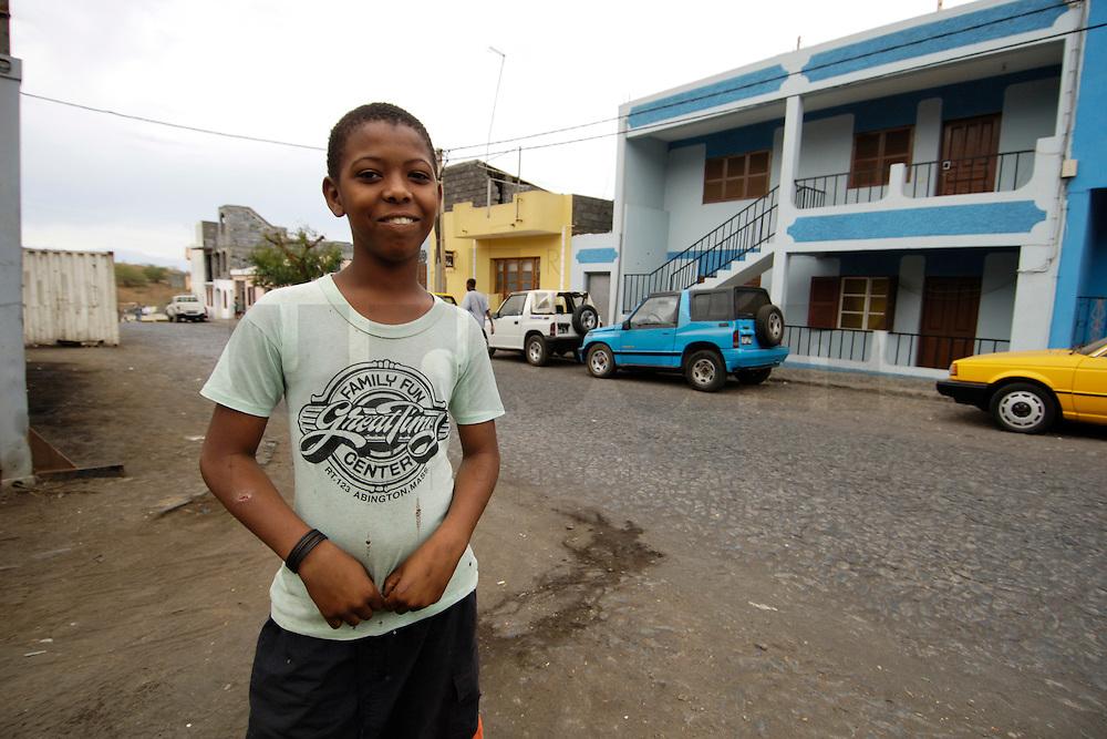 10 JAN 2006, SAO FELIPE/FOGO/CAPE VERDE:<br /> Junge auf der Strasse, Sao Felipe, Insel Fogo, Kapverdische Inseln<br /> Boy in the street, Island Fogo, Cape verde islands<br /> IMAGE: 20060110-01-018<br /> KEYWORDS: Travel, Reise, Dritte Welt, Third World, Kapverden