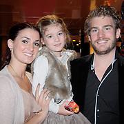 NLD/Den Haag/20110731 - Premiere musical Alice in Wonderland met K3, Tim Akkerman met partner Stephanie van den Eijnden en dochter Lila