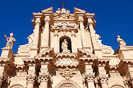 The High Sicilian Baroque Duomo (cathedral) , designed by architect Andrea Palma in 1725–1753.  Syracuse ( Siracusa) , Sicily .<br /> <br /> Visit our SICILY PHOTO COLLECTIONS for more   photos  to download or buy as prints https://funkystock.photoshelter.com/gallery-collection/2b-Pictures-Images-of-Sicily-Photos-of-Sicilian-Historic-Landmark-Sites/C0000qAkj8TXCzro<br /> If you prefer to buy from our ALAMY PHOTO LIBRARY  Collection visit : https://www.alamy.com/portfolio/paul-williams-funkystock/syracusesicily.html